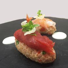 Carpaccio di tonno su letto di pane aromatizzato con olio d'oliva e salsa di pomodoro. Cosa ne dite di questa mia versione del sushi all'italiana? #sushi #pane #olive #pomodoro #italiansushi #pietroparisi #pietroparisicuoco #ppc #pietroparisiorigini #cuococontadino #campagna #tradizione #cucina #eraorarestaurant #madeinitaly #food #project #instafood #kitchen #life by pietro_parisi_cuoco