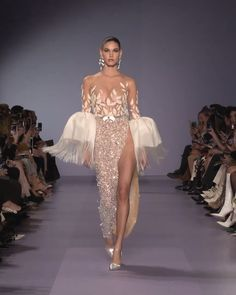 Georges Hobeika Look Spring Summer 2020 Haute Couture Collection. - Embroidered Slit Evening Maxi Dress / Evening Gown with Off Shoulder Illusion and Long Sleeves. Elegant Dresses, Pretty Dresses, Beautiful Dresses, Haute Couture Dresses, Haute Couture Fashion, What Is Haute Couture, Spring Couture, Couture Week, Gala Dresses