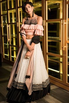 Choli Designs, Lehenga Designs, Blouse Designs, Indian Attire, Indian Ethnic Wear, Indian Outfits, Traditional Fashion, Traditional Outfits, Choli Dress