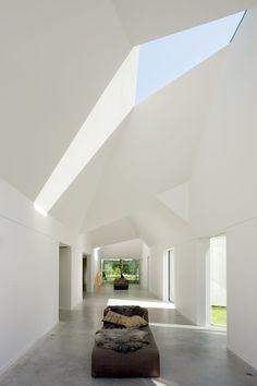 Villa in Het Gooi in The Netherlands by Dick van Gameren Architects