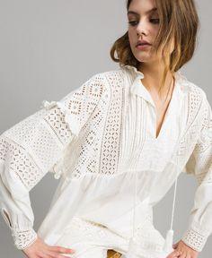 0f566756a45a Blusa con ricamo sangallo e volant Bianco: rendi unico il tuo outfit grazie  a questo