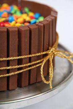 Pastel con barras de chocolate y... m :)