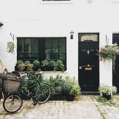 Window boxes with boxwood beautiful home exterior seen on Hello Lovely Studio Beautiful Gardens, Beautiful Homes, Outdoor Spaces, Outdoor Living, Ideas Para Organizar, D House, Vintage Stil, London City, Curb Appeal