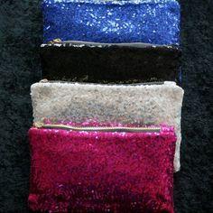 Se vores udvalg i tasker, punge, clutch og kortholdere, med og uden ugler. Vore priser starter ved 29 kr.