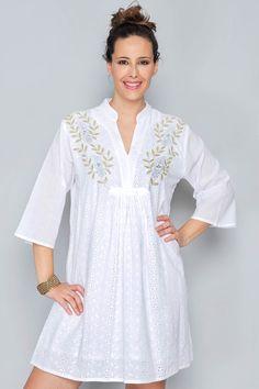 Ideas for embroidery blouse net White Linen Dresses, Little White Dresses, Casual Dresses, Fashion Dresses, Fancy Blouse Designs, White Dress Summer, Embroidery Fashion, Blouse Dress, White Fashion