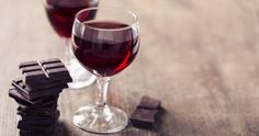 Aldi is selling a Christmas wine tasting of dark chocolate, figs and fruit — The Independent Vino Y Chocolate, How To Make Chocolate, Chocolate Recipes, Chocolate Lovers, Wine Drinks, Alcoholic Drinks, Beverages, How To Make Red, Winter Desserts