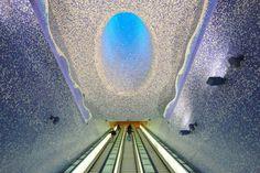 1- Estación de metro en Nápoles, Italia.