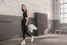Hadid News May 11 More Replying to Gigi Hadid for Reebok's Perfect Never campaign. Gigi Hadid, Img Models, Photoshoot Inspiration, British Style, Sport Outfits, Fashion Models, Normcore, Vogue, Stylish