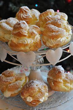 Ptysie z bitą śmietaną Bakery Shop Design, Dessert Drinks, Desserts, Italian Pastries, Czech Recipes, Sweet Bakery, Eclairs, Profiteroles, Sweets Cake