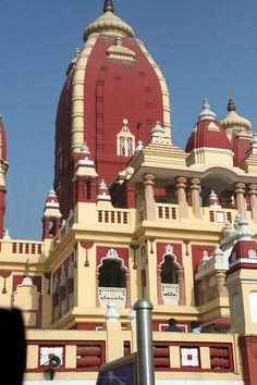 Birla Mandir (Laxmi Narain Temple)~ New Delhi, India Indian Temple Architecture, India Architecture, India Facts, Tourist Map, Hindu Temple, By Train, Delhi India, Varanasi, Place Of Worship