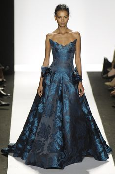 Oscar de la Renta - New York Fall 2006 - Remove the extra stuff on the hips and this would be perfect