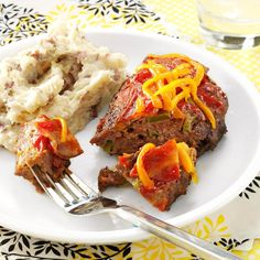 Bacon-Topped Mini Meat Loaves Recipe -Here's all the savory deliciousness of Mom's meat loaf in a single-serving size! —Taste of Home Test Kitchen MICROWAVED Bacon Recipes, Meatloaf Recipes, Cooking Recipes, Cooking Tips, Bacon Meatloaf, Oven Cooking, Lamb Recipes, Turkey Recipes, Chicken Recipes