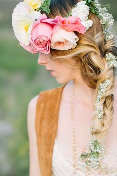 She had flowers in her hair. image via A Bohemian Afternoon With Sitting In A Tree Floral Hair, Floral Crown, Portrait Inspiration, Hair Inspiration, Sitting In A Tree, Bouquet, Portraits, Life Is Beautiful, Beautiful Flowers