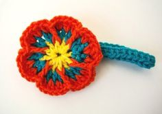 Free Pattern for an Easy Crochet Flower Headband by Simply Collectible - Headband is separate so the flowers could be used to embellish bags, clips, headbands.