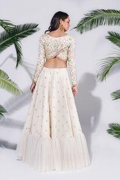 Couple Questions Who Is Choli Designs, Sari Blouse Designs, Kurta Designs, Indian Wedding Outfits, Indian Outfits, Indian Designer Outfits, Designer Dresses, Wedding Lehenga Designs, Stylish Blouse Design