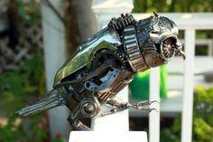 Chouette art metal sculpture faite de pièces recyclées. Cette sculpture dart merveilleusement unique sera un grand cadeau pour votre ami ou un parent,