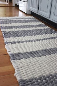 OMGOMGOMG! Remember those plastic looms from childhood, that we used to make woven potholders? Well, here's a grown-up version, bigger too... make your own rug! So love this :)