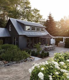 The farmhouse exterior design totally reflects the entire style of the house and the family tradition as well. The modern farmhouse style is not only for interiors. It takes center stage on the exterior as well. Black House Exterior, Exterior Paint Colors For House, Wall Exterior, Exterior Remodel, Exterior Doors, Exterior Color Schemes, Design Exterior, Modern Farmhouse Exterior, Farmhouse Chic