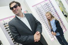 S výberom okuliarov poradila aj pánovi starostovi :)