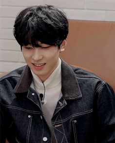 Animated gif uploaded by Find images and videos about kpop, gif and Seventeen on We Heart It - the app to get lost in what you love. Mingyu, Seungkwan, Woozi, Seventeen Wonwoo, Seventeen Debut, Seventeen Wallpapers, Kpop Guys, Thats The Way, Pledis Entertainment