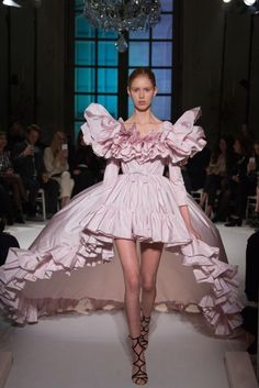 The very best of fashion design is revealed during Haute Couture Fashion Week. Paris Haute Couture Week has just finished for the Spring Summer 2017 season. Pink Fashion, Fashion Week, Paris Fashion, Runway Fashion, Fashion Show, Fashion Outfits, Fashion Goth, High Fashion Dresses, Trendy Fashion
