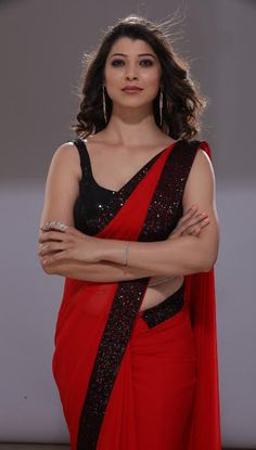 Marathi actress girija oak looks beautiful in white silk saree and a marathi actress tejaswini pandit in red colour saree with black border actress tejaswini pandit wear altavistaventures Choice Image
