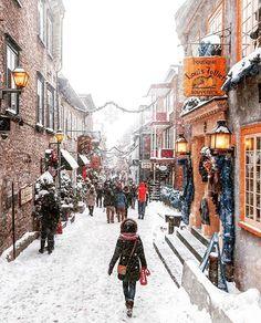 Quartier Petit Champlain Quebec Canada 📷 by: [IG] Quebec City Christmas, Quebec Winter, Beautiful Streets, Most Beautiful Cities, Wonderful Places, Lac Louise, Parc National De Banff, Romantic Honeymoon Destinations, Romantic Vacations
