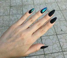 Semi-permanent varnish, false nails, patches: which manicure to choose? - My Nails Elegant Nail Designs, Black Nail Designs, Nail Art Designs, Yellow Nail Art, Black Nail Art, Black Chrome Nails, Cute Black Nails, Fun Nails, Pretty Nails