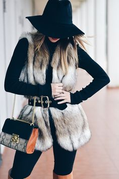 How To Style A Faux Fur Vest: 28 Lovely Ideas Faux fur vests are super popular this year (and animal friendly)! Check out these 28 lovely ideas of how to style a faux fur vest while staying warm. Vest Outfits For Women, Fur Vest Outfits, Coat Outfit, Outfit Jeans, Dressy Outfits, Stylish Outfits, Clothes For Women, Outfits Otoño, Casual Dressy