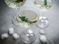 Limoncello, prosecco and rosemary cocktail for La Presse+