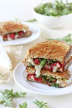 Roasted Strawberry and Brie Grilled Cheese | Vegetarian grilled cheese recipe | ohmyveggies.com