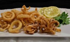 Frittura di calamari croccante e morbida con panatura di mais e senza uovo