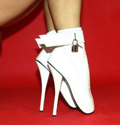 White short ballet boots with padlock http://www.obuwie-erotyczne.pl/item.html/id/4059712106