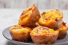 Keto egg muffins recipe with bacon and cheese. You'll fall in love with this keto beakfast recipe once you tried it. It's low in carbs and gluen-Free. Filling and delicious low-carb keto egg muffins for breakfast! Keto Egg Muffins, Keto Breakfast Muffins, Breakfast Cups, Low Carb Breakfast, Breakfast Recipes, Dinner Recipes, Appetizer Recipes, Breakfast Ideas, Quiche Muffins