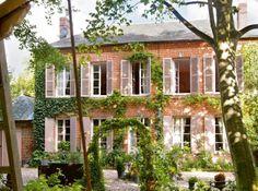 Fantastic home.  Loving the shutters