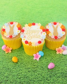 Cute Easter Cupcakes 💚 | instagram.com/laurascakes_x Easter Cupcakes, Happy Easter, Stencils, Cute, Instagram, Food, Happy Easter Day, Meal, Kawaii