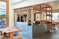 When Chad Robertson and Elisabeth Prueitt opened their tiny Tartine Bakery in 2002 in San Francisco's Street (at Guerrero), who would have bet that locals would fall so hard for their small batch artisanal loaves? Restaurant Counter, Cafe Counter, Restaurant Design, Cafe Design, Store Design, Counter Design, Cafe Shop, Interior Decorating, Interior Design