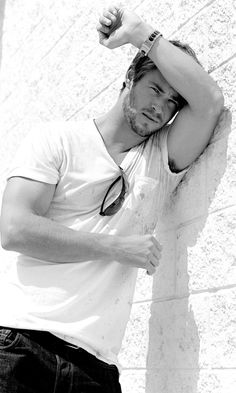 Chris Hemsworth = perfect Christian Grey