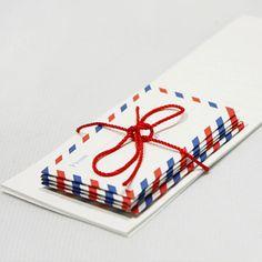 5 mini buste posta aerea & 10 lettere (2,6 x 6.3 in) di WonderlandRoom su Etsy https://www.etsy.com/it/listing/209295240/5-mini-buste-posta-aerea-10-lettere-26-x