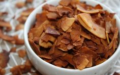 Going vegetarian or vegan is about recreating those popular foods. With bacon, it's all about the flavor and texture. 7 rockin vegan bacon foods and recipes Great Vegan Recipes, Whole Food Recipes, Cooking Recipes, Vegetarian Recipes, Free Recipes, Bacon Day, Bacon Bacon, Bacon Chips, Coconut Bacon