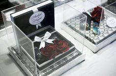 11 stylish ways to present the hantaran (or dowry) for Malay weddings Wedding Hamper, Wedding Gift Boxes, Wedding Gifts, Bridal Gift Wrapping Ideas, Indian Wedding Theme, Wedding Ceremony Decorations, Tea Ceremony, Malay Wedding, Wedding Images