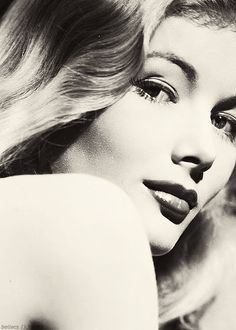 Veronica Lake. @Deidra Brocké Wallace. In 1946, Veronica bounced back in The Blue Dahlia (1946) with Howard Da Silva. The film was a hit, but it was the last decent film for Veronica. Paramount continued to put her in pathetic movies. After 1948, Paramount discharged the once prized star and she was out on her own.