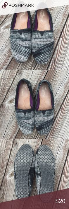 Toms Worn only a couple of times. Sweater shoe Toms. Toms Shoes