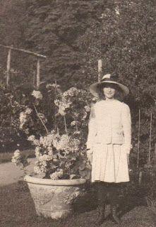 Barb's Botanical Garden: Vintage Photos To Celebrate Time In A Garden