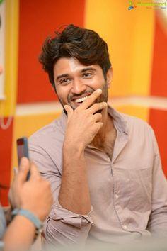 Telugu Hero, Vijay Actor, Crush Love, Vijay Devarakonda, Indian Celebrities, Chic Outfits, My Hero, Actors & Actresses, Crushes