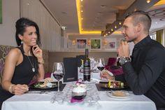 """Pärchen beim Romantik-Dinner im  Speisesaal """"Pink"""" Spa, Selfie, Pink, Diner Menu, Rose, Roses, Selfies"""
