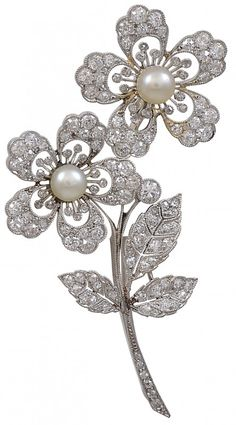 Antique Edwardian diamond and natural pearl double flower brooch, set in platinum (1905)
