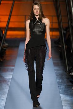 Roland Mouret Fall 2014 RTW - Runway Photos - Fashion Week - Runway, Fashion Shows and Collections - Vogue