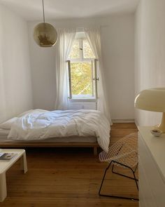 Minimalist Room, Co Founder, New Series, Bedroom Inspo, Dream Bedroom, Dom, Interior, Instagram Posts, Inspiration