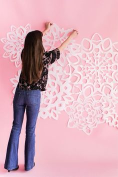 17 Magical Paper Snowflake Craft Projects 17 Magical Paper Snowflake Craft Projects: Giant Paper Snowflakes<br> 17 ways to incorporate snowflakes into your Christmas holiday decor and craft projects. Holiday Photos, Christmas Photos, Christmas Holidays, Christmas Trees, Snowflake Craft, Paper Snowflakes, Snowflake Garland, Christmas Backdrops, Christmas Decorations